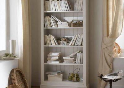 Bibliothèque en pin charme